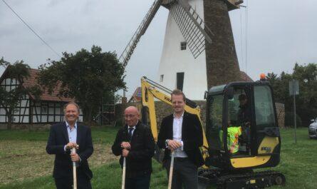 Anbaggern Glasfaserausbau startet in der Gemeinde Hille