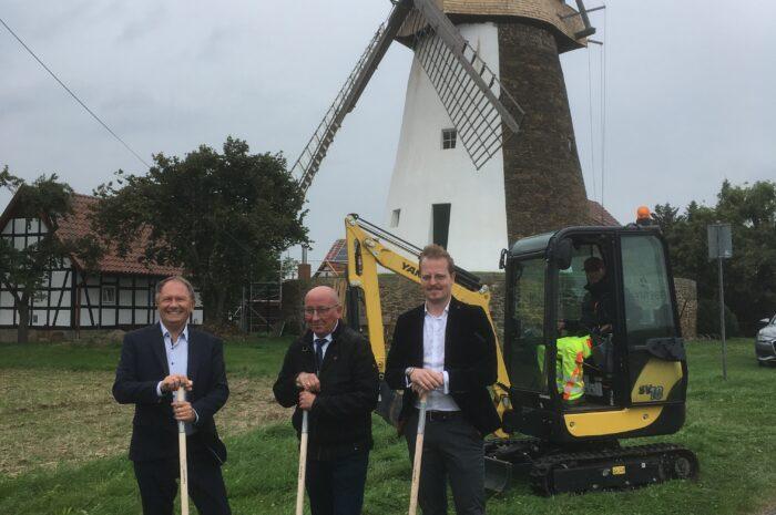 """""""Anbaggern in Hille"""" – Glasfaserausbau im Rahmen des Masterplanes startet in der Gemeinde Hille"""