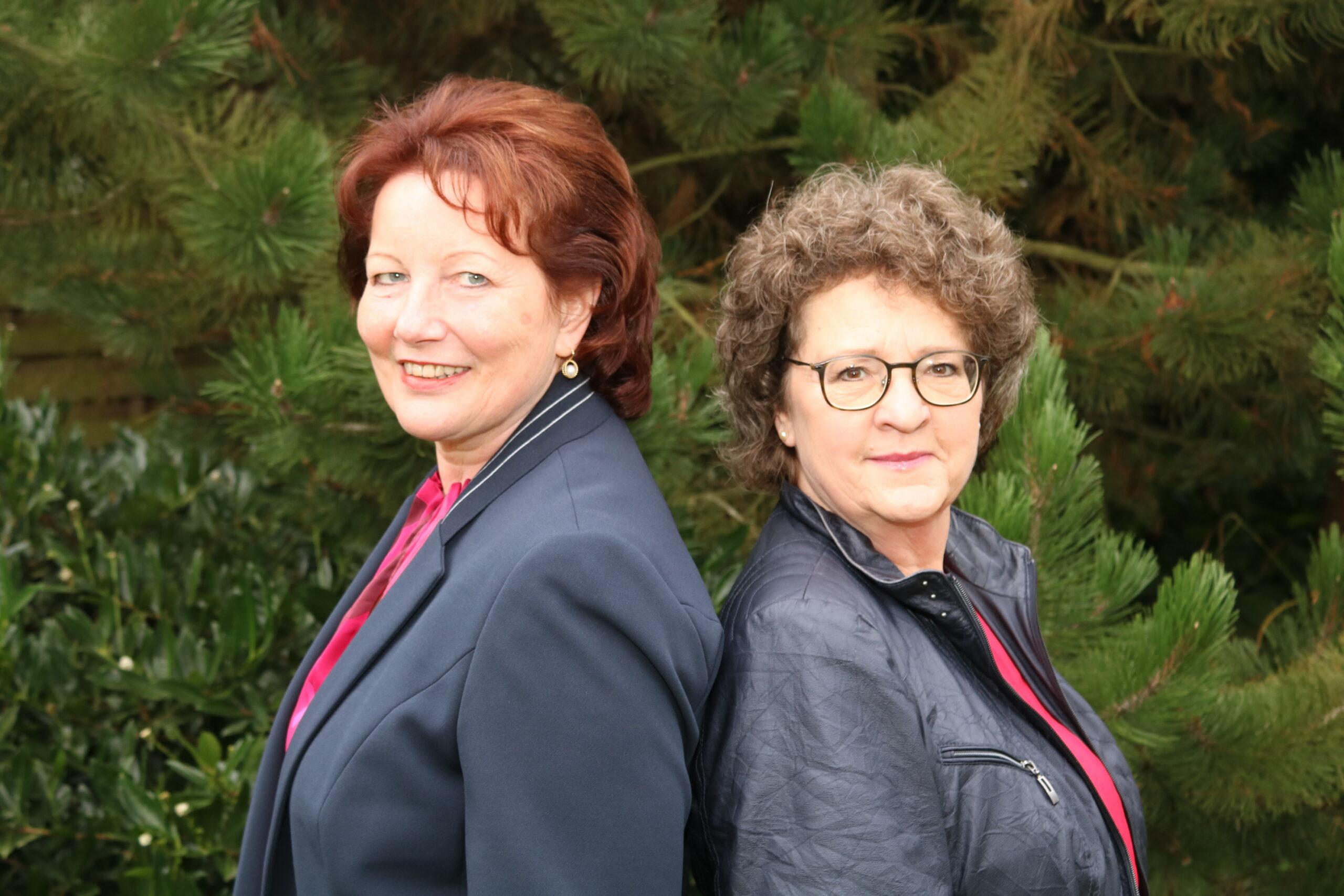 Hannelore Fieseler (links) und Ruth Graf (rechts) machen sich stark für Ordnung im Büro.