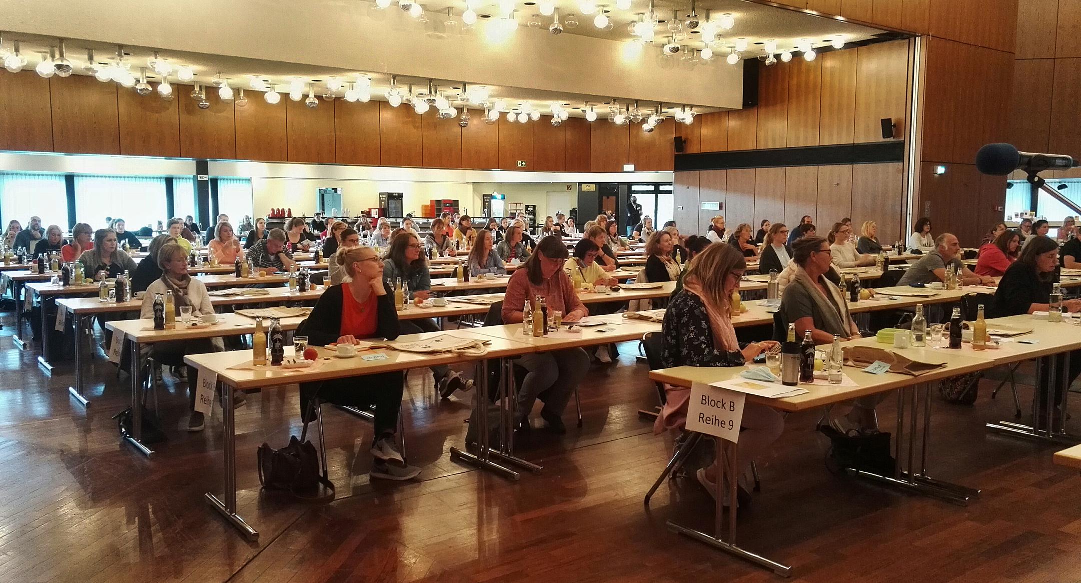 Rund 130 Teilnehmer konnte das Organisationsteam des Kreissportbundes zu dem Fachtag in der Lübbecker Stadthalle begrüßen. Foto: Kreissportbund/ Anja Schubert
