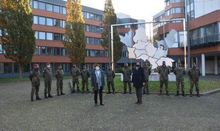 Landrätin begrüßt Soldaten - Bundeswehr unterstützt Gesundheitsamt des Kreises