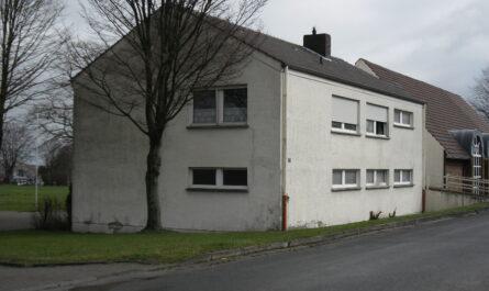 Die Mietwohnung im Obergeschoss des früheren Sportlerheims in Oberlübbe ist marode. Foto: Gemeinde Hille
