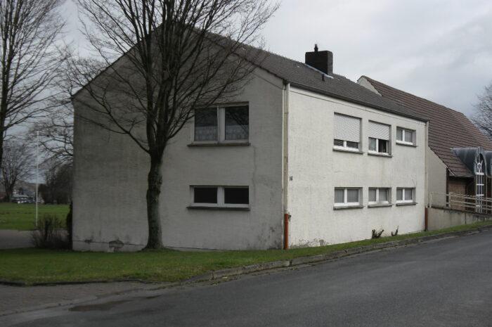 Wohnung im Sportlerheim Oberlübbe: Sanierung oder Abriss? Gemeinderat vertagt Entscheidung