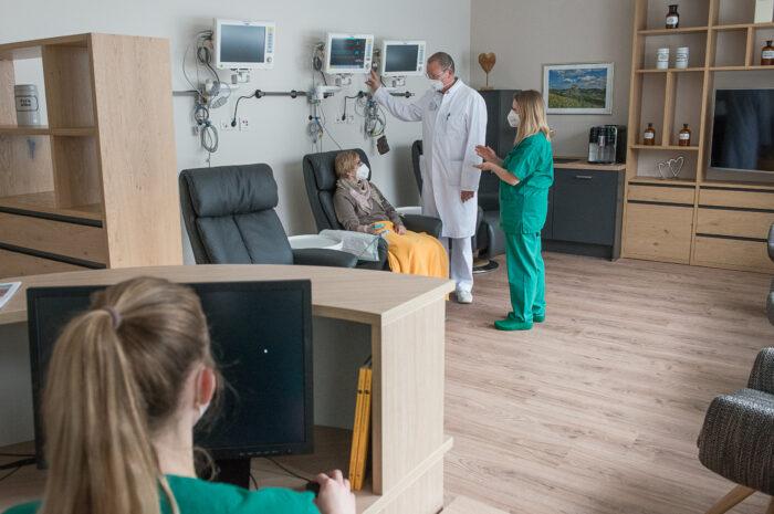 Ambulanter Eingriff am Herzen: Radials-Lounge erspart Patient*innen am Universitätsklinikum Minden einen stationären Aufenthalt