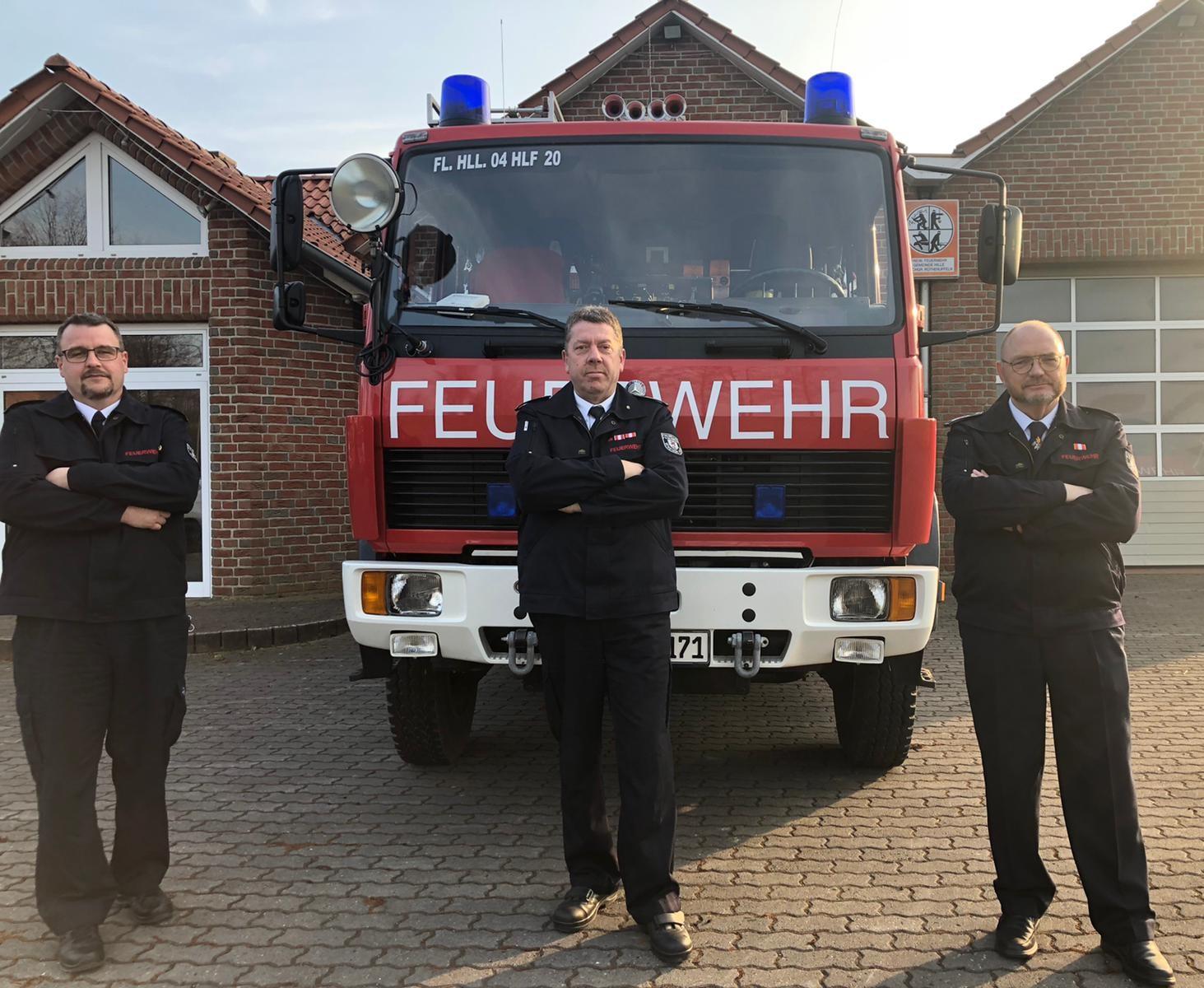 Bernhard Förster (rechts) mit seinen Stellvertretern Andreas von Behren-Krüger (Mitte) und Sven Bredebusch (links). Foto: Feuerwehr
