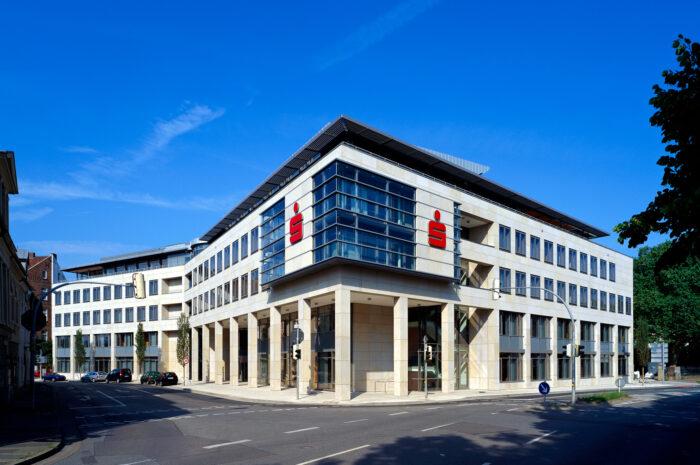 Sparkasse Minden-Lübbecke mit Rekordwachstum! Betreutes Kundenvermögen steigt um 370 Mio. € auf 3,5 Mrd. €, Kreditvolumen wächst auf Vorjahresniveau