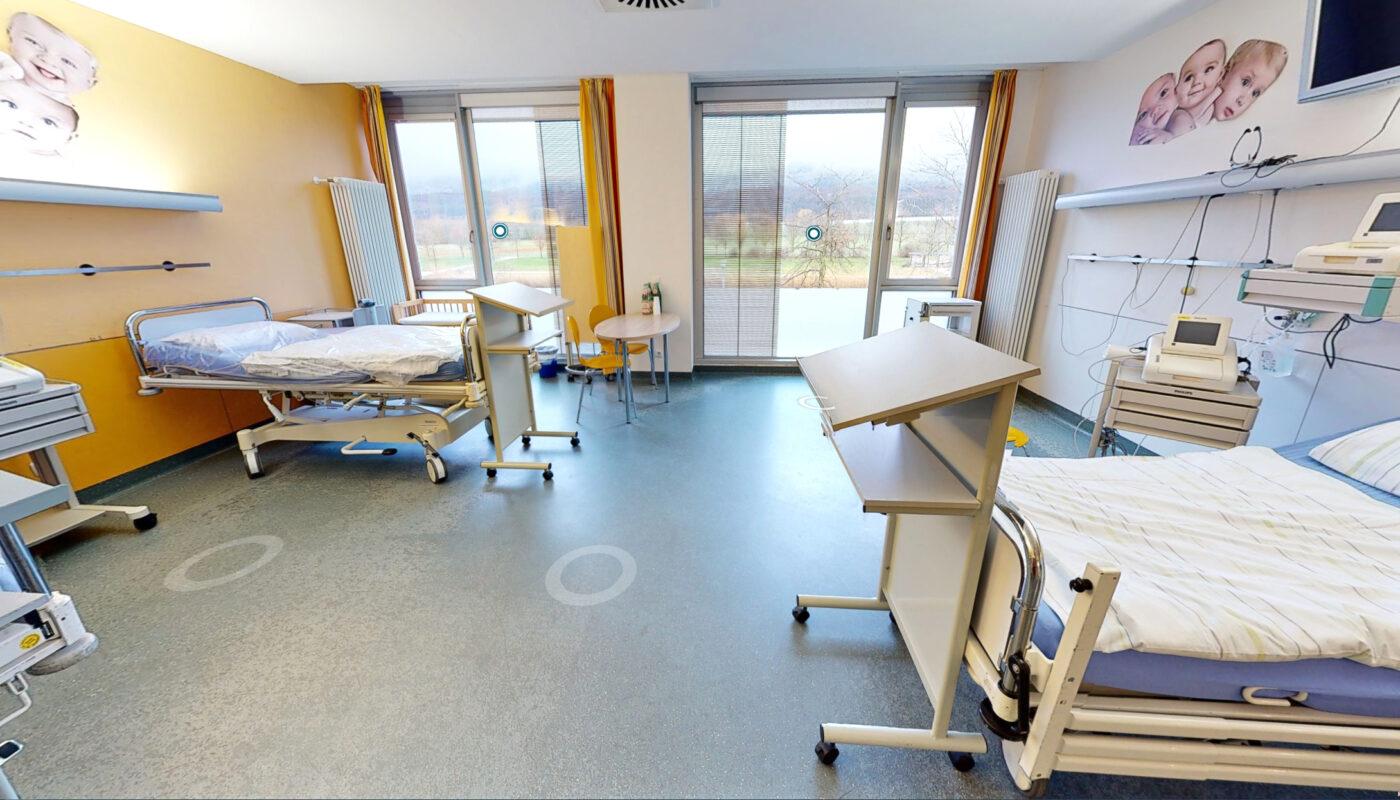 Eindrücke aus dem 3D-Rundgang des Kreißsaals am Universitätsklinikums Minden. Den digitalen Rundgang hat der ELKI-Förderverein finanziert.