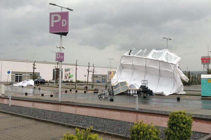 Sturmböen im Mühlenkreis: Zelte des Testzentrum in Bad Oeynhausen umgeweht