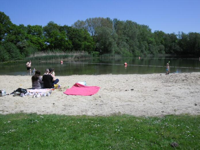 Rein ins Wasser: Die Saison am Naturbadesee in Mindenerwald beginnt. Foto: Gemeinde Hille