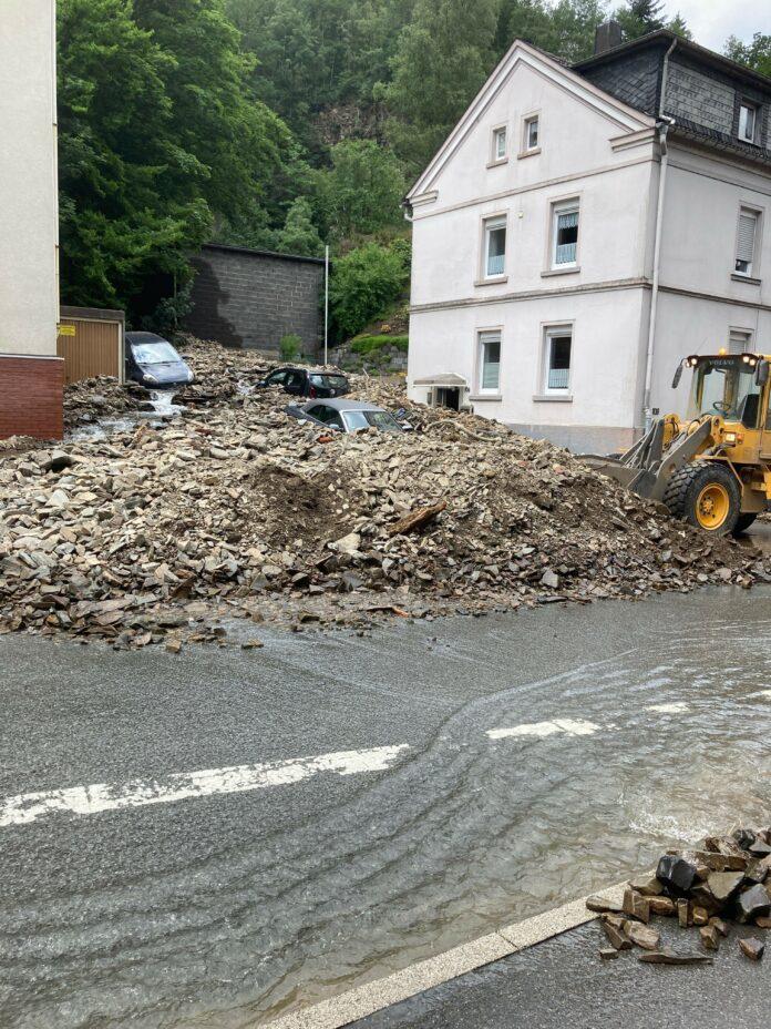 Nach der Flut bleibt Chaos und Verwüstung zurück - Foto: Bezirksbrandmeister Michael Kirchhoff