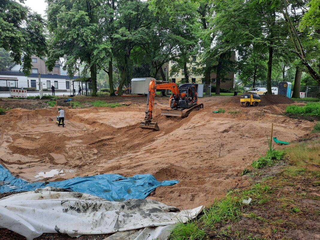 Neuer Füllsand wird aufgebracht. Foto: Gemeinde Hille