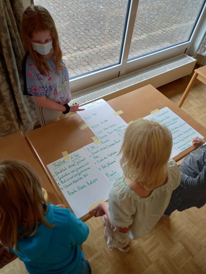 Foto: Gemeinde Hille - Im Hörspielstudio, einem Ferienspielangebot der Gemeinde Hille, inszenieren die Kinder selbst ein Hörspiel