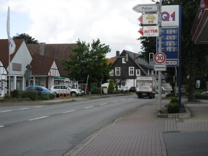 Vollsperrung ab 21. September: Zwischen Dorfstraße und Brennhorster Straße wird der Mischwasserkanal in der Hiller Ortsdurchfahrt saniert. Foto: Gemeinde Hille