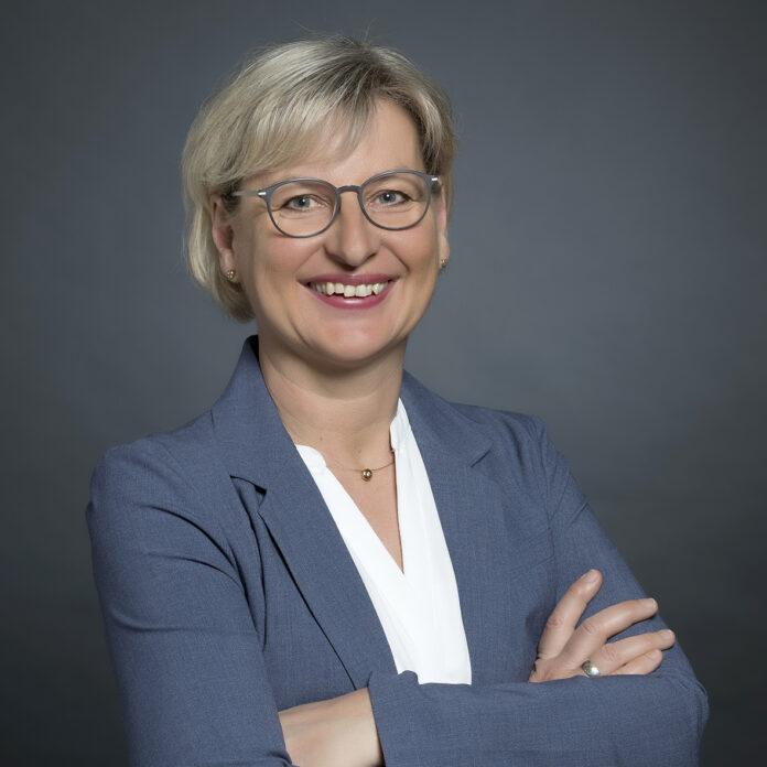 """nstruktive und parteiübergreifende Diskussionskultur."""" (www.hille.de) Lebt seit 16 Jahren in Holzhausen: Ute Hildebrandt ist die neue Leiterin des FachbereichsPlanen und Bauen. Foto: privat"""
